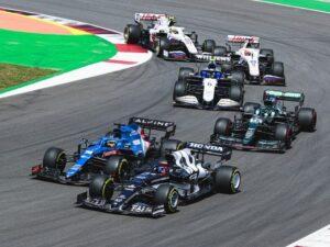 """Автогонки: Хэмилтон выиграл третий Гран-При сезона """"Формулы-1"""""""