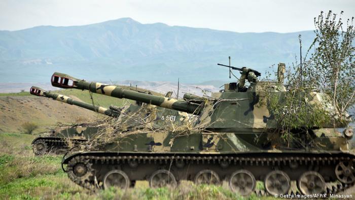Военная техника недалеко от границы с Ираном