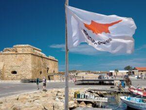 Кипр отменил карантин и тесты при въезде для вакцинированных туристов