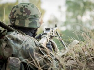 На Востоке ранили украинского военного
