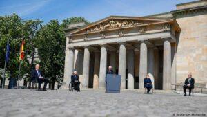 Президент Латвии заявил, что победа над нацизмом не дала освобождения его стране