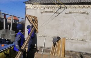 С начала года украинские спасатели отремонтировали почти 200 домов мирных жителей Донбасса