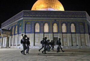 Столкновения в Восточном Иерусалиме: полиция закрыла доступ на Храмовую гору