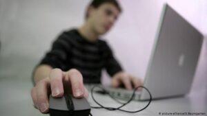 """Великобритания и США подготовили рекомендации для защиты от """"хакеров, связанных с СВР РФ"""""""