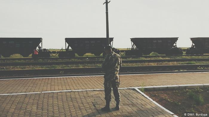 Пограничник на станции Вадим, май 2014 года