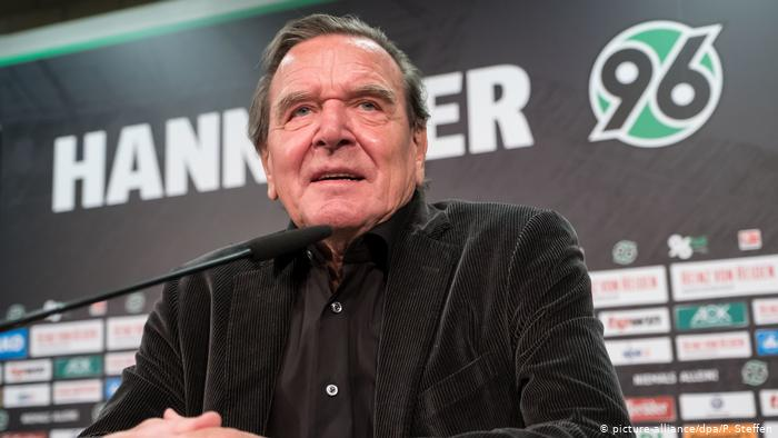 Глава наблюдательного совета футбольной команды Ганновер 96 Герхард Шрёдер