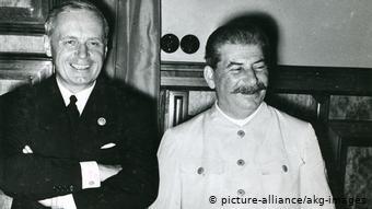 Сталин и глава МИД Германии фон Риббентроп в Москве после подписания договора о ненападении