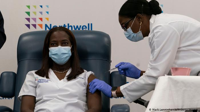 Прививка от коронавируса в США