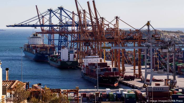 Griechenland COSCO Group-Schiffe am Hafen von Piräus (Imago Images/ZUMA Press)
