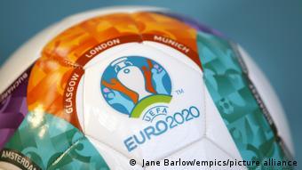 Футбольный мяч с логотипом Евро-2020