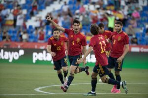 Испания молодежным составом легко обыграла Литву