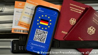 Ковид-сертификат, немецкие паспорта и билеты на самолет