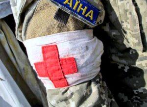 На Донбассе военный получил осколочное ранение