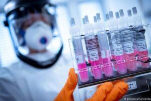 Во Франции сократили интервал между дозами для вакцин Pfizer и Moderna