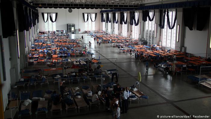 Актовый зал в Хамме, переделанный в приют для беженцев