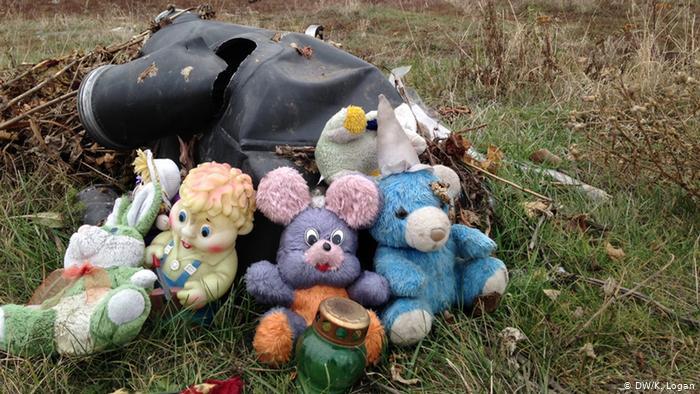 Игрушки на месте крушения MH17