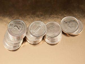 Гривна подорожала по отношению к доллару и евро