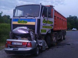 Легковушка столкнулась с грузовиком в Полтавской области: четыре человека погибли