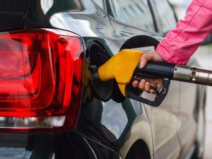 """Минэкономики пересчитало предельные цены на бензин и дизельное топливо, исходя из формулы """"Роттердам плюс"""" – СМИ"""