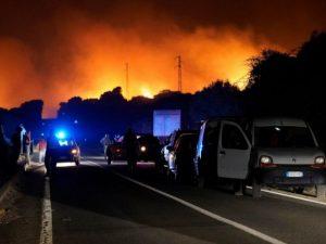 На острове Сардиния вспыхнули пожары: эвакуированы несколько сотен людей