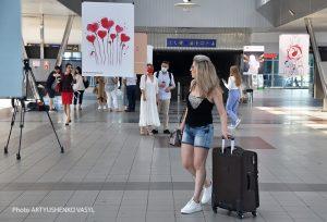 Выставка DonorUA ART Project на Южном вокзале Киева: фоторепортаж