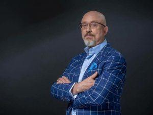 Жителям ОРДЛО предлагают доставку украинских пенсий за 30% от их суммы – Резников