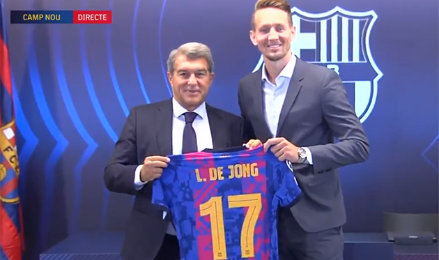Барселона официально представила Люка де Йонга