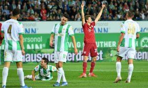 Бавария сохранила победу над Гройтер Фюртом, несмотря на удаление Павара