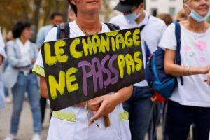 Франция: на акции протеста против санитарных пропусков вышли 121 тыс. человек