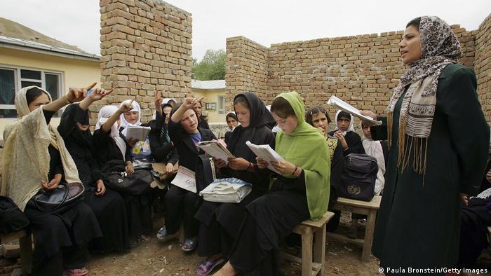 Занятия в школе для девочек