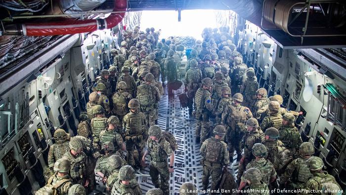 Военнослужащие 16-й воздушно-десантной бригады ВВС Великобритании