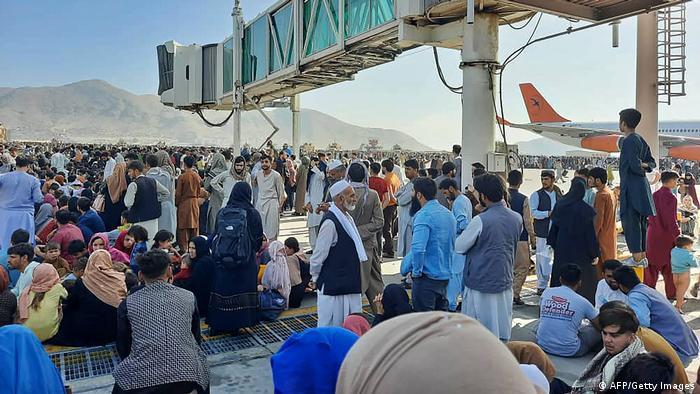 На летном поле аэропорта Кабула 16 августа
