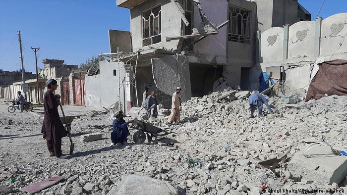 Разрушенное здание в городе Лашкаргахе