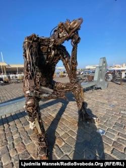 Сучасна скульптура неподілк королівського палацу має назву «Ключ від майбутнього»