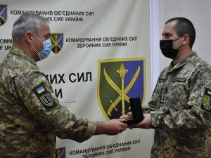 Напередодні професійного свята в Командуванні об'єднаних сил ЗСУ нагородили танкістів