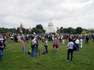 У Конгресса США собралось несколько сотен человек в поддержку участников штурма Капитолия
