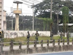 В Эквадоре неизвестные атаковали тюрьму с помощью беспилотников со взрывчаткой