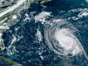 """В Канаде около 60 тыс. потребителей остались без света из-за урагана """"Ларри"""""""