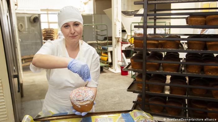 Женщина в пекарне