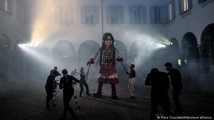 Театрализованное представление в Милане