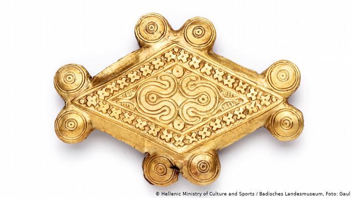 Пуговица из кости и золота XVI века до н.э.