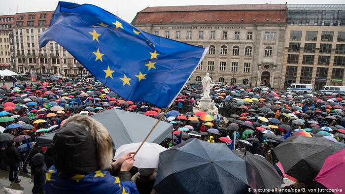 Митинг Pulse of Europe в Берлине под дождем