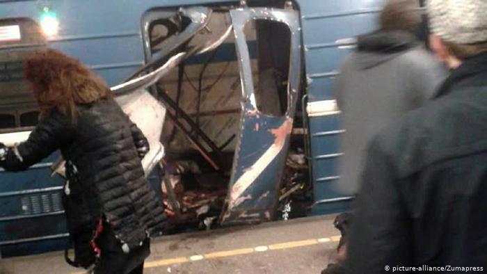 Взорванный поезд метро в Петербурге