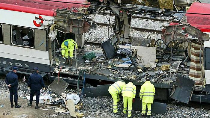 Взорванный поезд в Мадриде