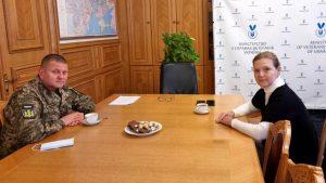 Головнокомандувач ЗСУ генерал-лейтенант Валерій Залужний зустрівся з міністром у справах ветеранів України Юлією Лапутіною