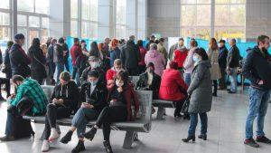 Пік пандемії COVID-19 в Україні та рекорд вакцинації: що відбувається