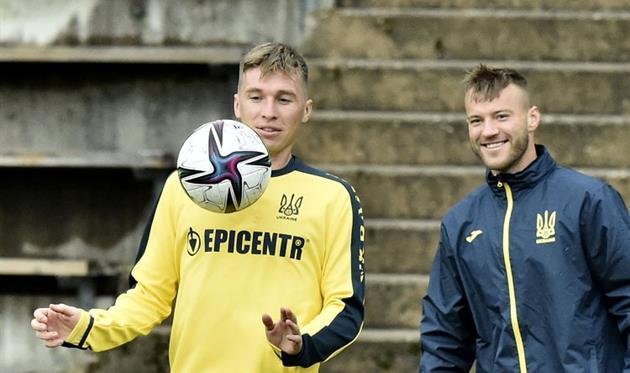 Ярмоленко улыбается при виде приема Сидорчука, фото УАФ